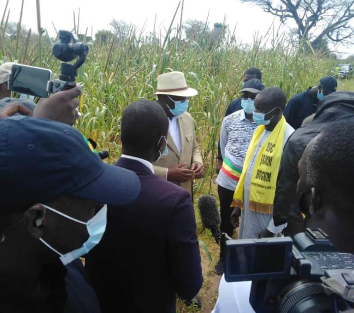 """Tournée économique à Fatick: Macky Sall promet de """"renforcer la présence des tracteurs dans le monde rural"""""""