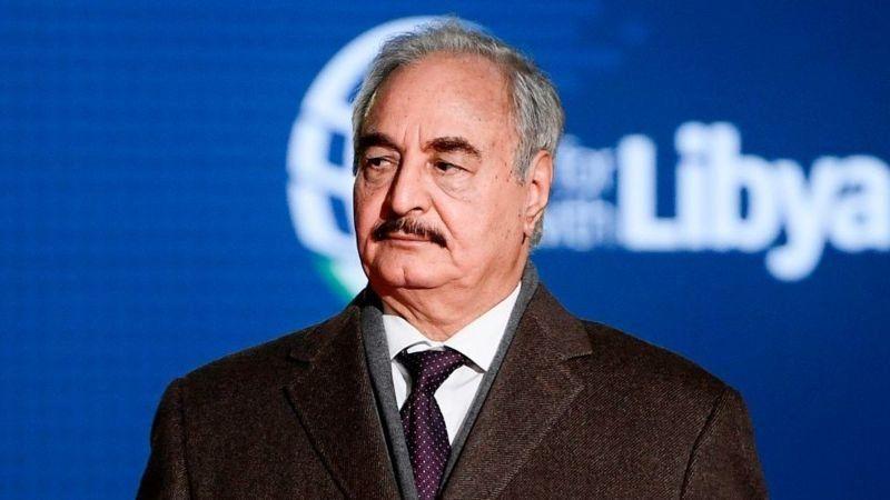 """Le général Khalifa Haftar """"prêt"""" à lever le blocus pétrolier en Libye"""