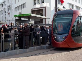 Le roi Mohammed VI inaugure le tramway de Casablanca en présence du Premier ministre français Jean-Marc Ayrault, ce mercredi 12 décembre 2012., AFP PHOTO / Zara Samiry