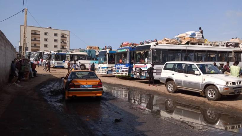 Fermeture de la frontière Sénégal-Gambie : A la gare Bignona de Grand Yoff, chauffeurs et voyageurs crient leur ras-le-bol