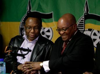 Kgalema Motlanthe, vice-président de l'ANC (g) aux côtés du leader de l'ANC Jacob Zuma, lors d'un point avec la presse à Johannesburg, le 22 septembre 2008. (Photo : Reuters)
