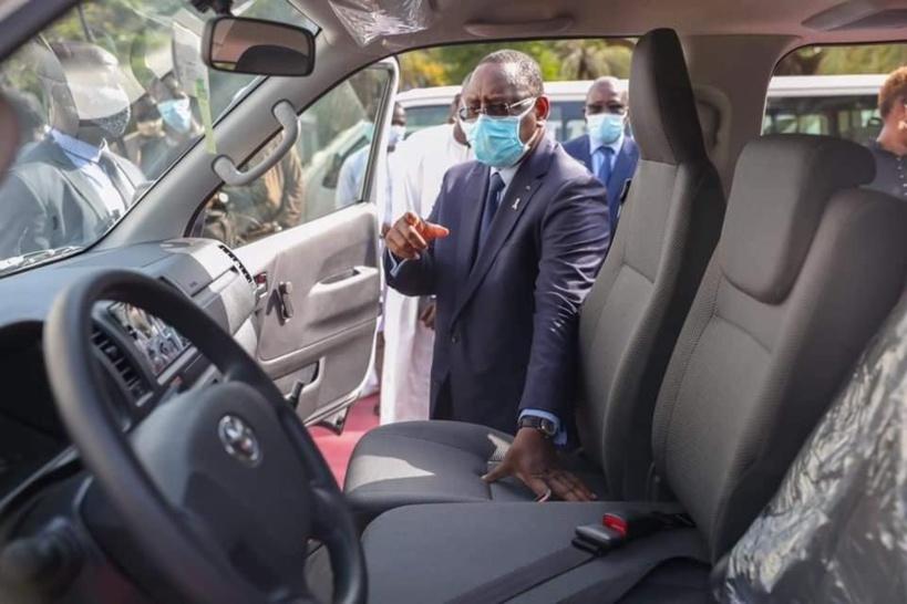 Transport interurbain: Macky a réceptionné le premier lot de véhicules 15 places qui vont remplacer les voitures 7 places