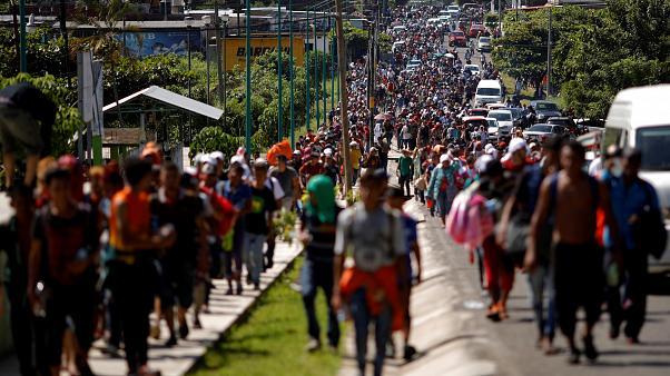 Au moins 3 000 migrants honduriens franchissent la frontière du Guatemala en route vers les Etats-Unis