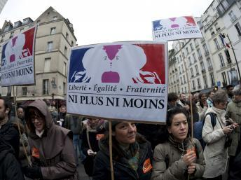 Manifestants en faveur du mariage pour tous, à Paris, le 17 décembre 2012. REUTERS/Julien Muguet