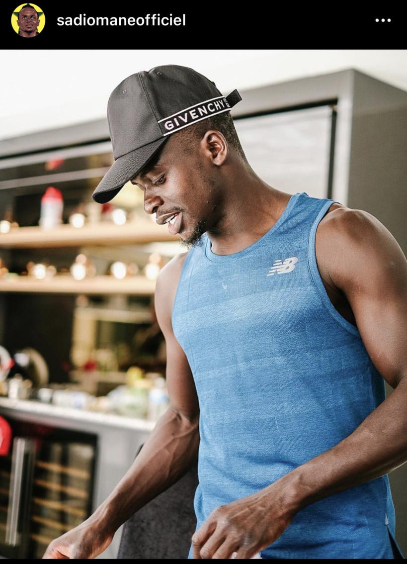 """Sadio Mané rassure les Sénégalais et ses fans: """"Je me sens bien. Je n'ai pas de symptôme sévère"""""""