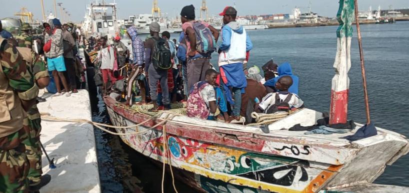Mbour: la Marine sénégalaise arrête près d'une centaine de candidats à l'émigration clandestine à bord de deux pirogues (Vidéo)