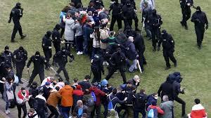 Nouvelle manifestation en Biélorussie, des dizaines d'arrestations après des heurts avec la police