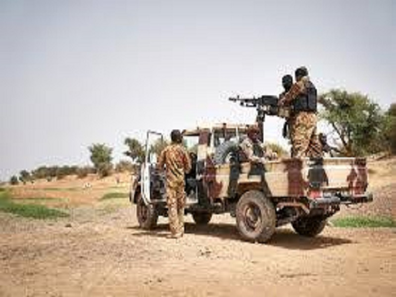 Mali: plus d'une dizaine de militaires tués lors de deux attaques successives dans le centre du pays