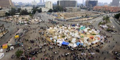 Pro ou anti-Morsi, les Egyptiens manifestent à la veille du deuxième tour du référendum