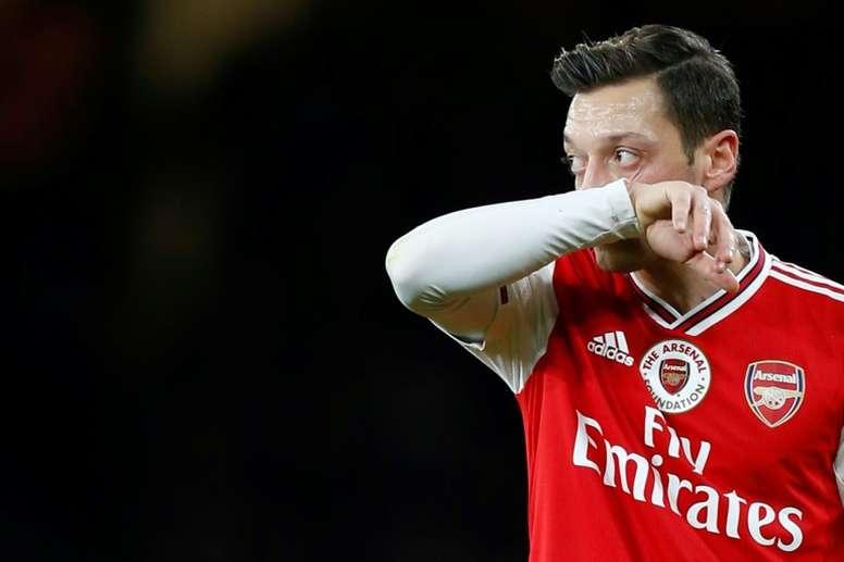 Arsenal met définitivement Mesut Özil au placard !
