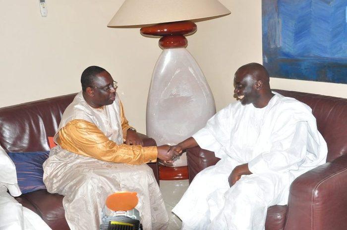 Décorations françaises : Ousmane T. DIENG et Idrissa SECK déclinent gentiment, la Première Dame dit non pour éviter les commentaires