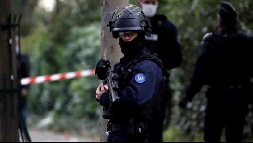 Un professeur d'histoire décapité près de Paris, le parquet antiterroriste saisi