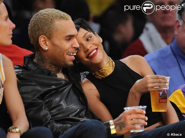 (People) Rihanna : Sexy et amoureuse au bras de Chris Brown, un Noël complice !