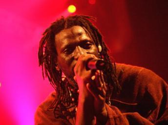 L'artiste ivoirien Tiken Jah Fakoly chante pour le Mali