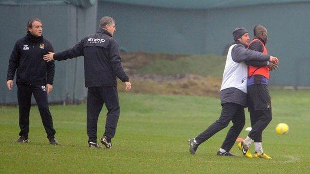 Balotelli et Mancini en viennent aux mains