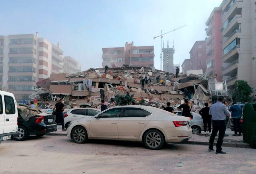 Un puissant séisme de magnitude 7 cause d'importants dégâts dans l'ouest de la Turquie