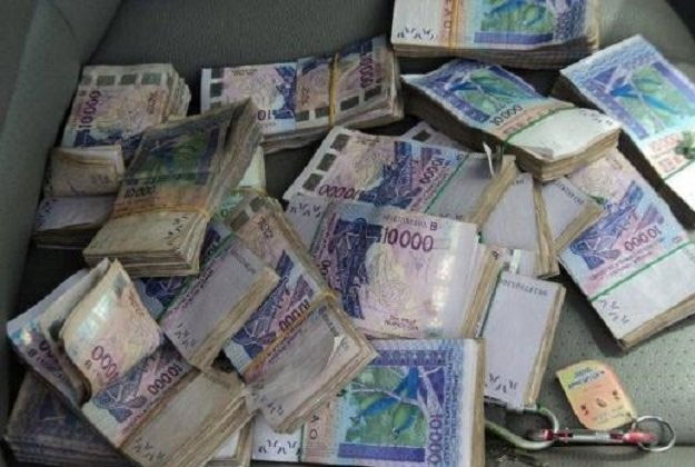 La Dic saisit 100 millions de Fcfa en billets noirs: trois Sénégalais arrêtés