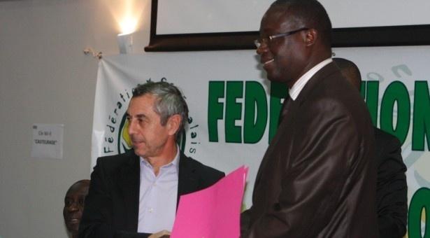Giresse dans la délégation sénégalaise en Gambie à la recherche de stade pour le match contre l'Angola