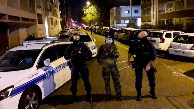 Agression d'un prêtre à Lyon: un suspect avoue avoir ciblé 'l'amant' de sa femme
