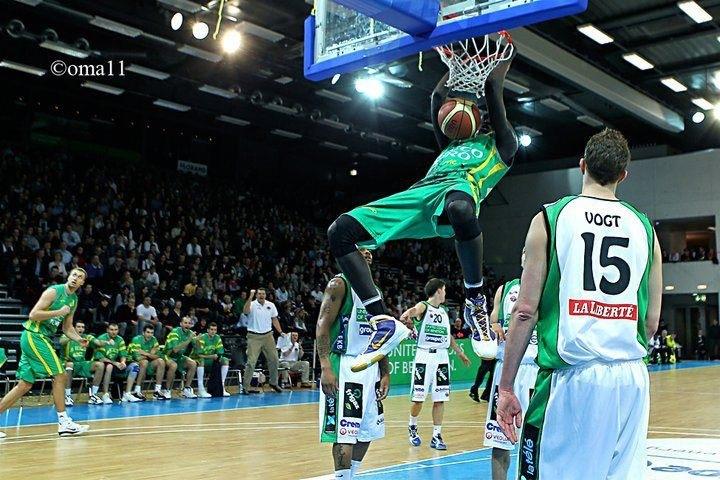 """Exclusivité – Basket ball : Pape Abdou Badji """"Alcess"""", international sénégalais:  """"même si on est doué dans une discipline sportive, il faut toujours garder un pied dans la sphère scolaire""""."""