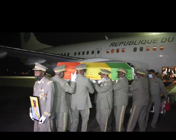 Mali: arrivée de la dépouille de l'ancien président Amadou Toumani Touré