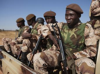 Soldats maliens à Bamako, le 16 janvier 2013. REUTERS/Joe Penney
