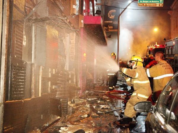 Incendie dans une discothèque au Brésil: au moins 245 morts selon les autorités
