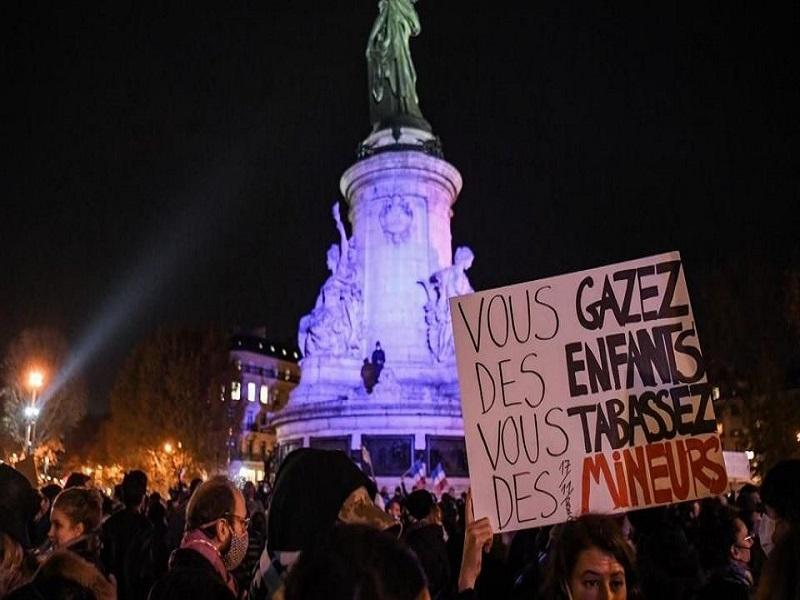 """Évacuation de migrants à Paris : deux enquêtes visent des policiers pour """"violences"""""""