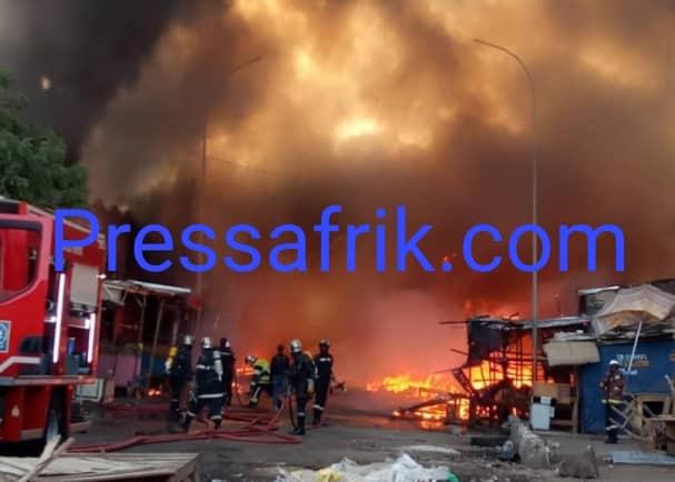 Vidéo - Un violent incendie est en train ravager le Technopole
