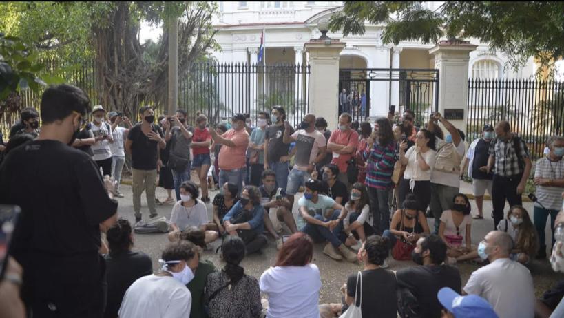 Cuba: après une nuit de protestations, 200 jeunes artistes se font entendre de l'État
