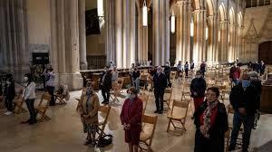 En France, les lieux de culte rouvrent leurs portes mais la jauge de 30 personnes passe mal
