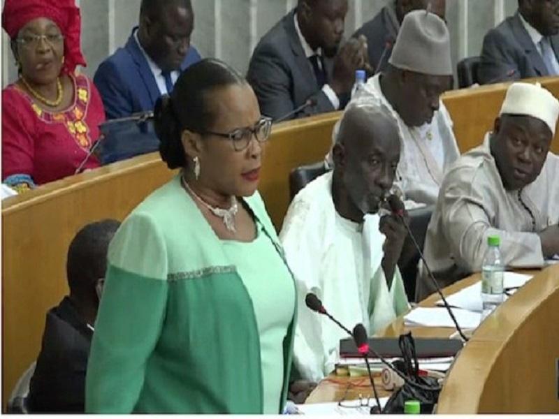 Mame Diarra Fam recadre Serigne Mbaye Thiam qui a accusé Wade d'être l'origine de la pénurie d'eau