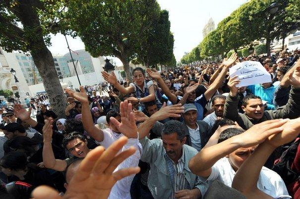 Direct Tunisie: Assassinat de Belaïd : Manifestation monstre à l'Avenue Bourguiba et dans d'autres villes