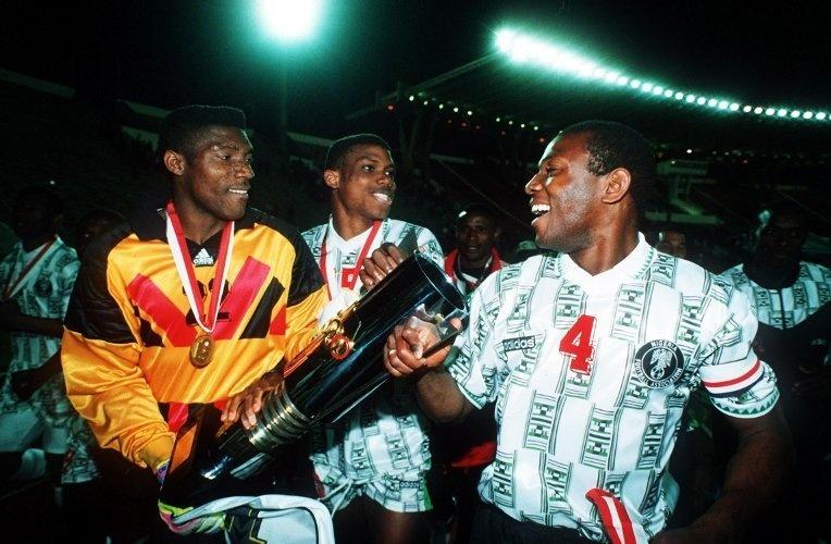 Stephen Keshi vainqueur de la CAN 1994 en Tunisie avec Peter Rufai et Sunday Oliseh