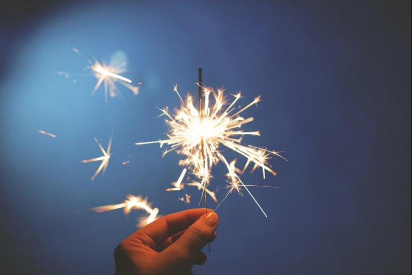 """Covid-19: les fêtes de noël et du nouvel an menacées ? """"Tout peut être amené à changer"""" prévient Véran"""