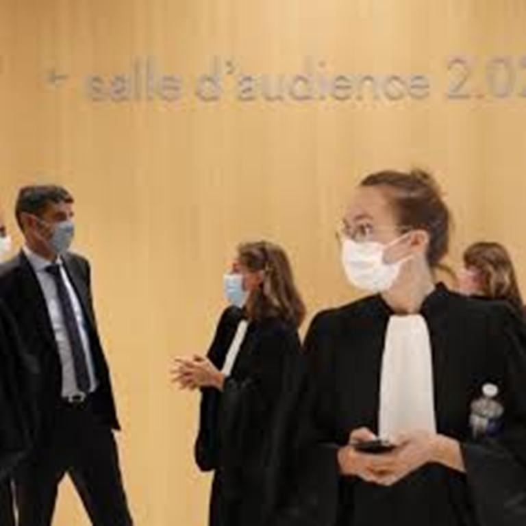 Procès des attentats de janvier 2015 en France: la défense se blinde