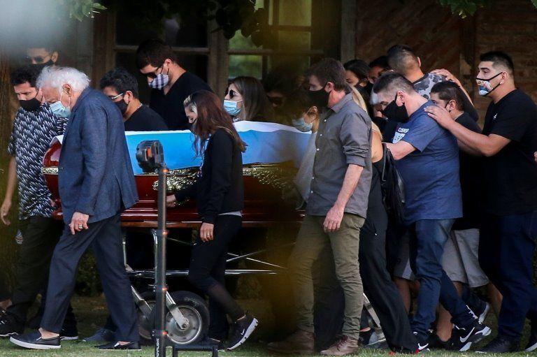"""Le corps de Maradona """"doit être conservé"""" pour des tests ADN, selon un juge"""
