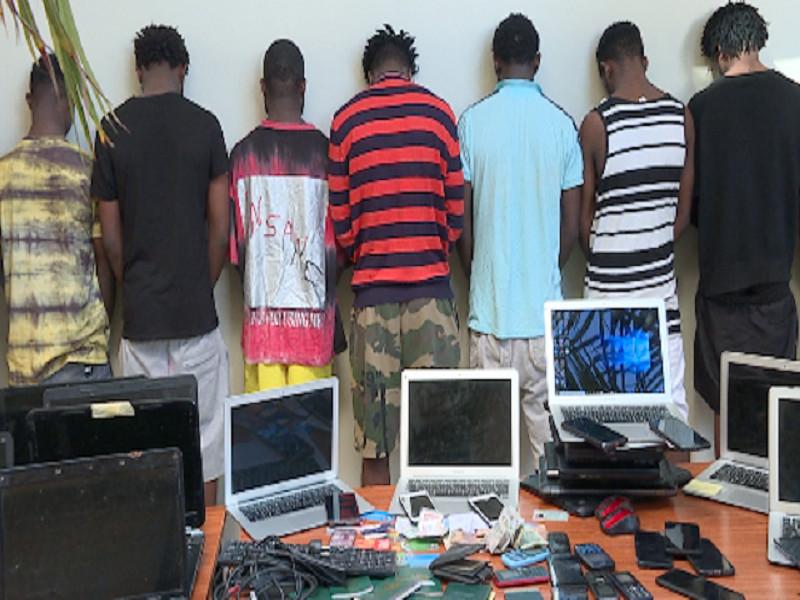 Cybercriminalité entre Mbour et Saly: 42 Nigérians arrêtés, 27 ordinateurs et 77 téléphones portables saisis