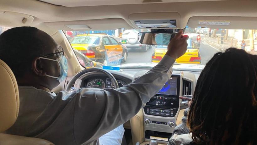 Arrêt sur image ! Sans escorte au volant d'un véhicule, le Président Macky Sall avec sa fille dans la circulation dakaroise