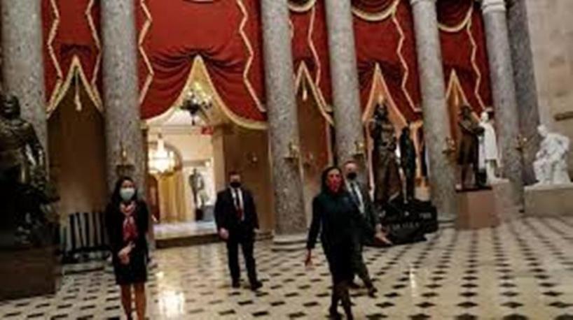 États-Unis: le Congrès passe outre le veto de Trump et approuve le budget de la Défense