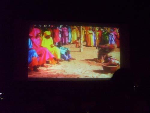 Le ciné bus, ce cinéma du réel le soir au village