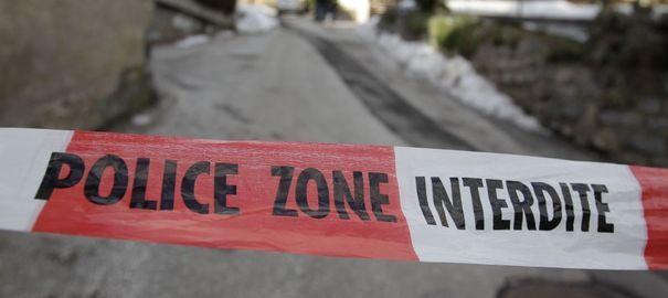 SUISSE - La fusillade a fait trois morts, d'après la RTS qui cite la police helvète. Ici, une scène de crime après une fusillade dans le village suisse de Daillon, en janvier 2013. Reuters/Denis Balibouse
