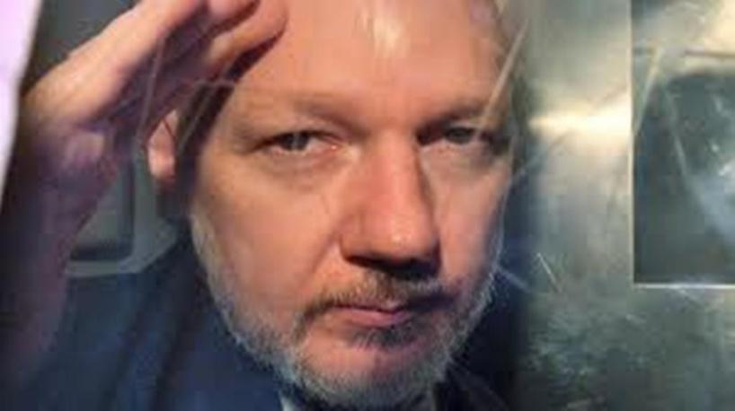 Julian Assange: un lanceur d'alerte qui a voulu défier les puissants