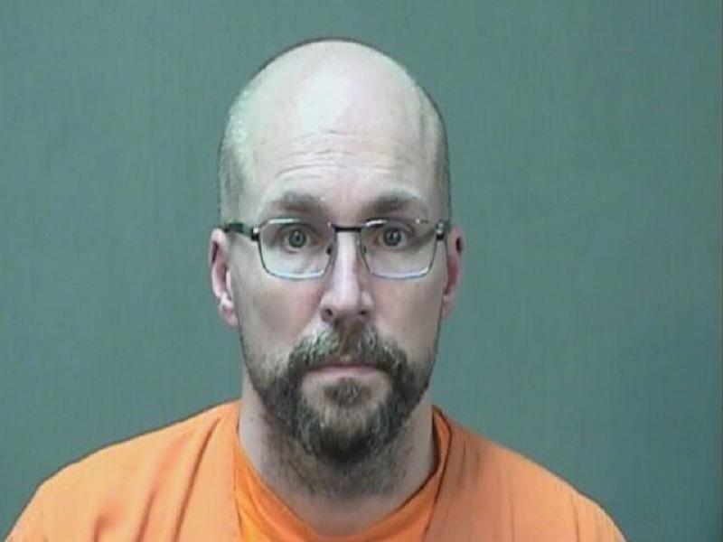 Un pharmacien arrêté pour avoir ruiné plus de 500 doses de vaccin Covid-19