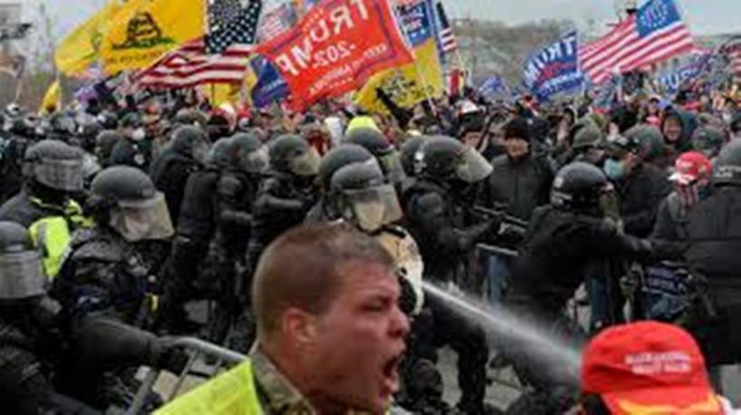 """""""Démocratie fragile"""", """"boiteuse""""... Moscou, Téhéran, Pékin réagissent à l'assaut du Capitole"""