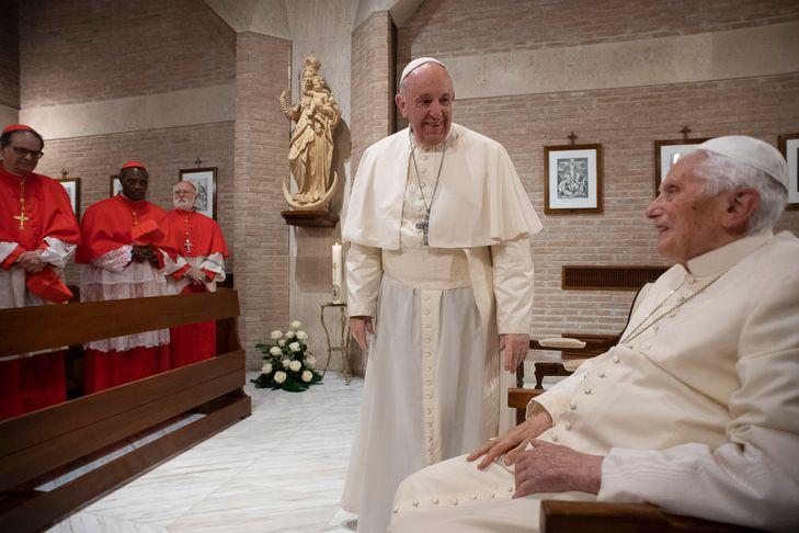 Covid-19: le pape François et le pape émérite Benoît XVI ont été vaccinés