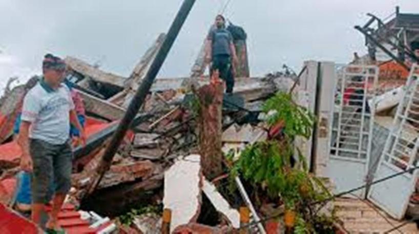 Séisme meurtrier en Indonésie, un hôpital effondré