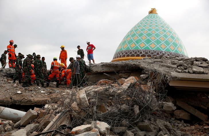 Indonésie: 60 morts dans le séisme sur l'île de Célèbes