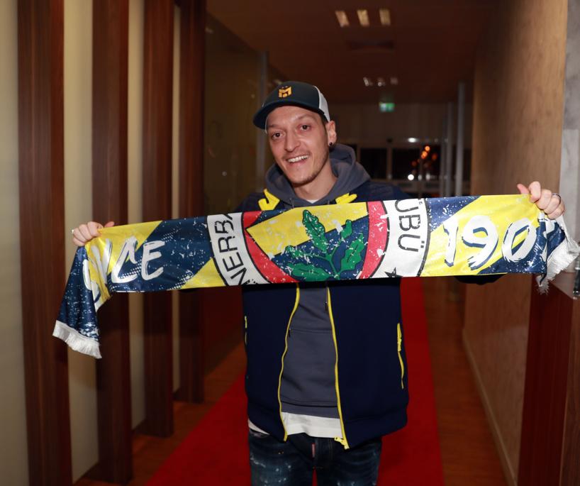 Officiel ! Mesut Özil débarque à Fenerbahçe