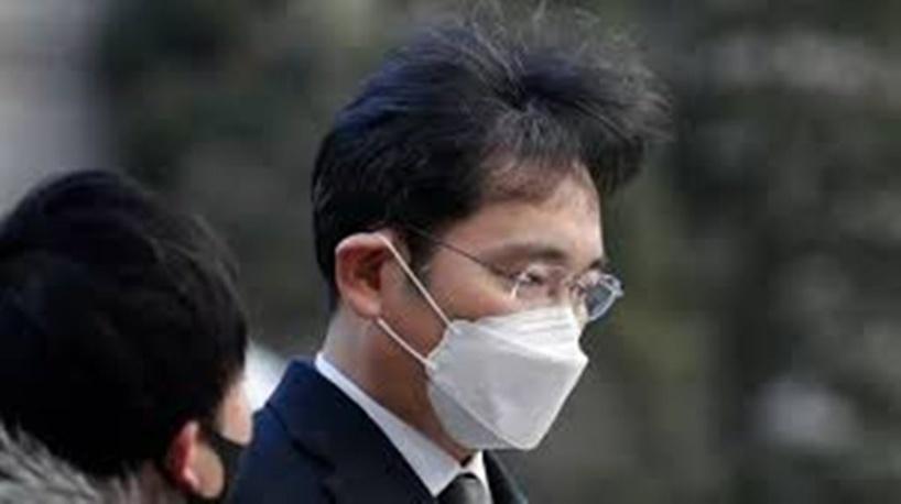 Corée du Sud: accusé de corruption, l'héritier de Samsung condamné à deux ans et demi de prison